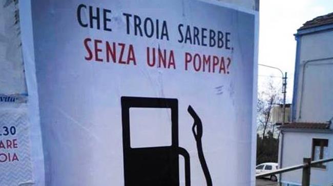 Un benzinaio fa scalpore per la pubblicità con cui promuove la sua pompa di benzina