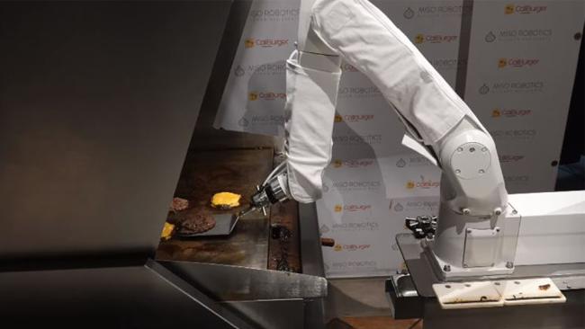 Flippy, ecco il robot che cucina hamburger sempre identici