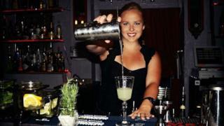 Una sexy bartender
