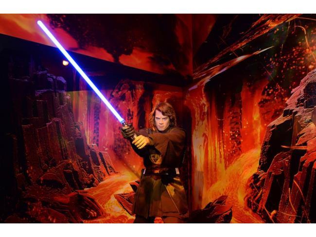 L'Anakin Skywalker di cera con la sua spada laser