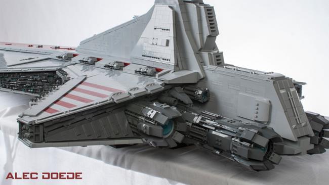 Ragazzo realizza incrociatore di Star Wars in LEGO