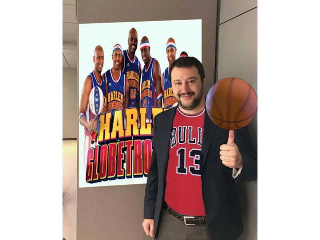 Meme di Salvini con gli Harlem Globetrotters