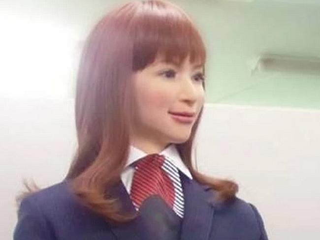Una delle receptionist dell'Henn-na Hotel