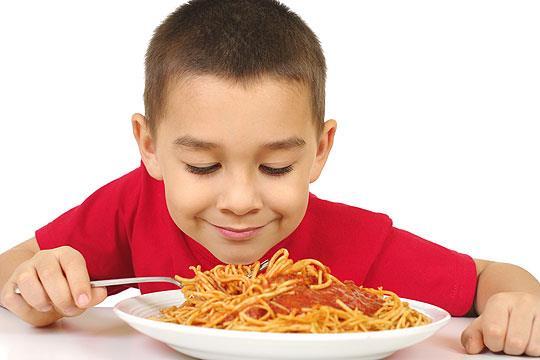 Bologna, bambini di 5 anni lasciano l'asilo per andare in trattoria.