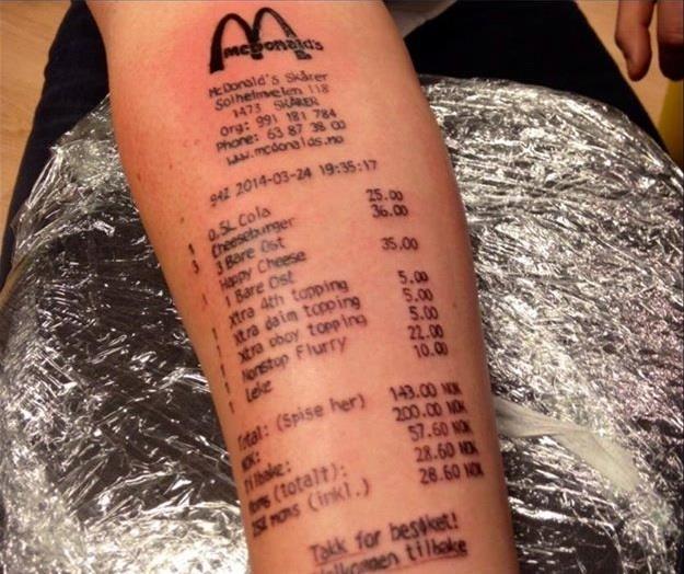 Scontrino di McDonalds tatuato sul braccio