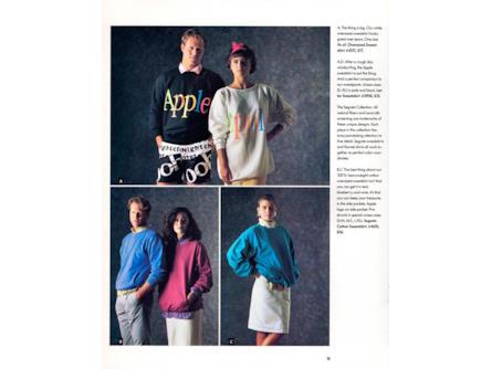 42d3a0cf2f6c5f Dei modelli Apple posano per la linea d'abbigliamento