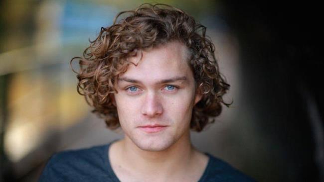Finn Jones, conosciuto per il suo ruolo in Game of Thrones
