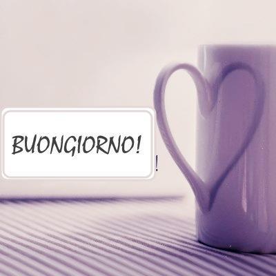 Immagine di una tazza da caffè che compone un cuore