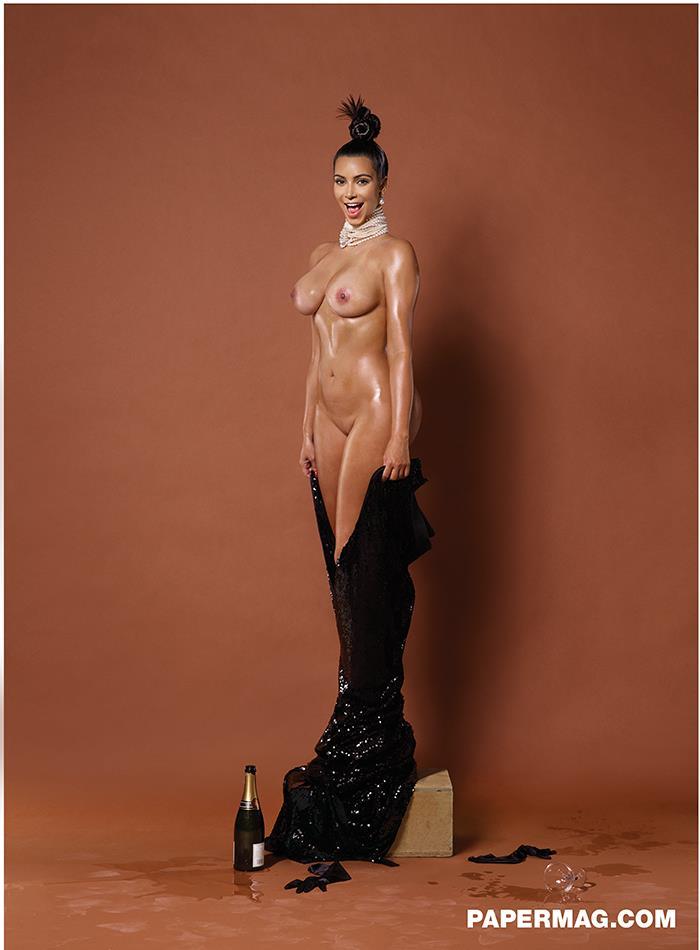 Kim Kardashian per Paper Magazine, nuda frontale
