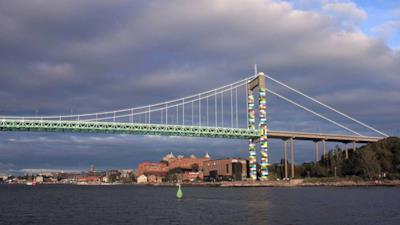 Il ponte con decorazioni ispirate ai Lego