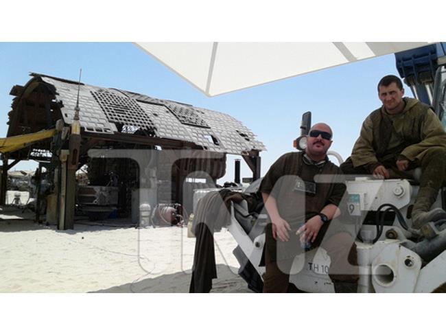 Due comparse si riposano sul set di Star Wars 7