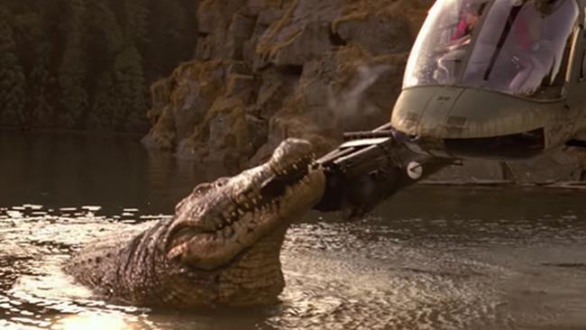 Un alligatore assassino contro un elicottero