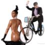 Kim Kardashian con una bici parcheggiata lì...