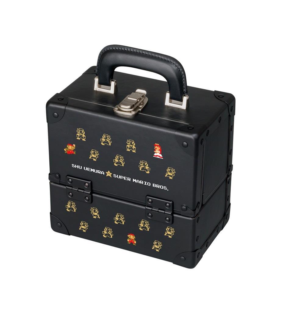 Uno dei prodotti della Super Mario Collection, la trousse per conservare al meglio tutti i trucchi.