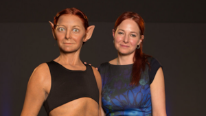 Alice Roberts e il modello 3D che la mostra nella sua perfezione