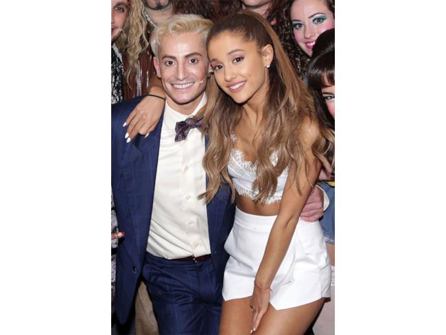 La cantante Ariana Grande con suo fratello