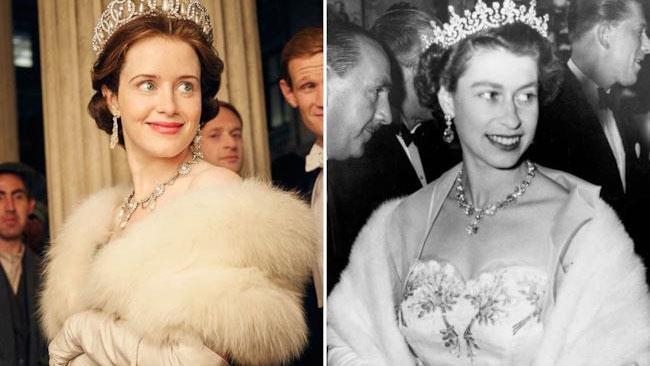 La Regina Elisabetta paragonata a Tina Fey, l'attrice che la interpreta in The Crown.