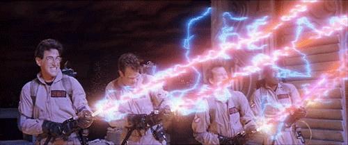 I Ghostbusters in azione con i loro zaini protonici