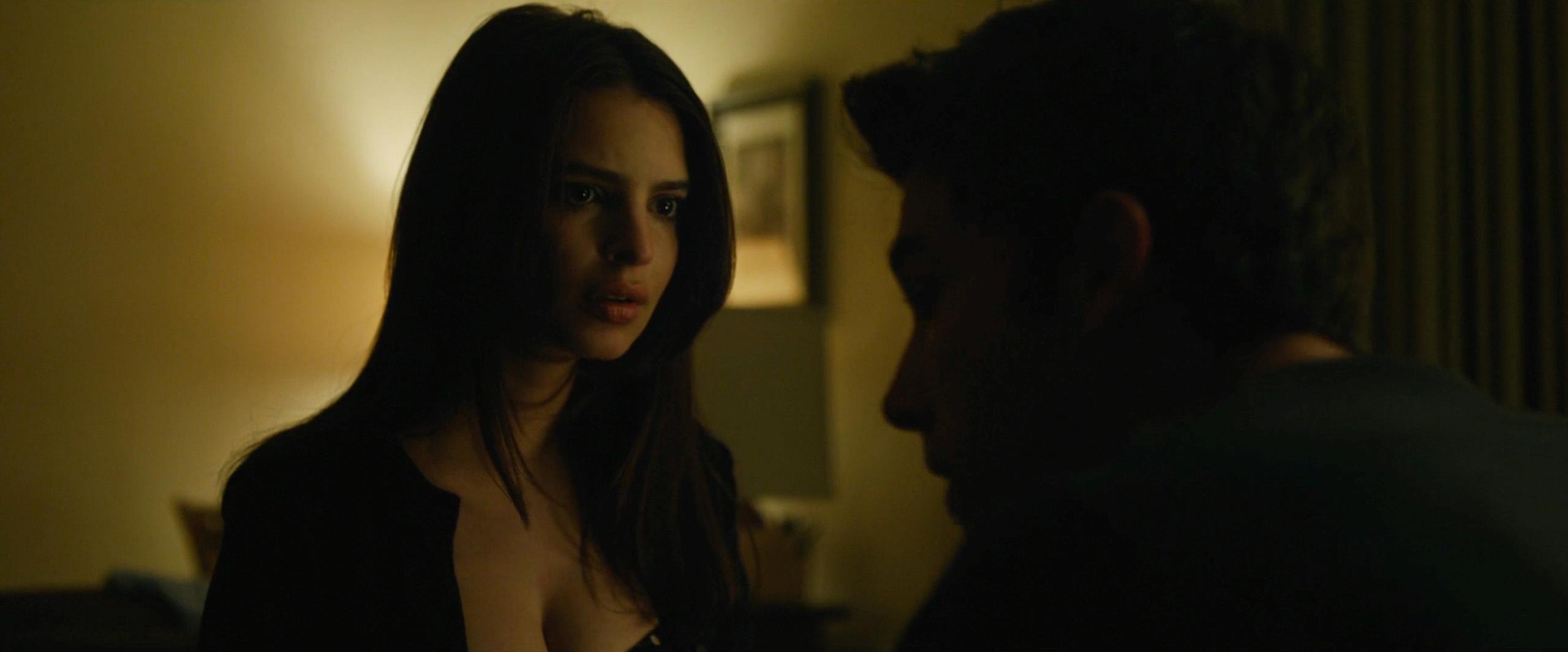 Emily insieme a Ben Affleck in una scena de L'amore bugiardo