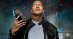 The Rock mentre utilizza Siri
