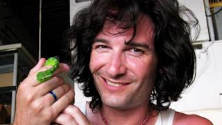 Steve Ludwin si inietta veleno di serpente nelle vene