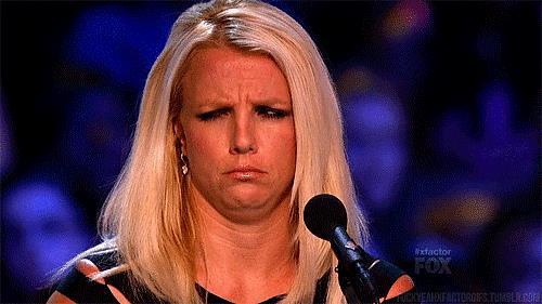 A Britney Spears non piace quello che sta ascoltando - GIF di reazione ai commenti, le più divertenti da usare su Whatsapp e Facebook