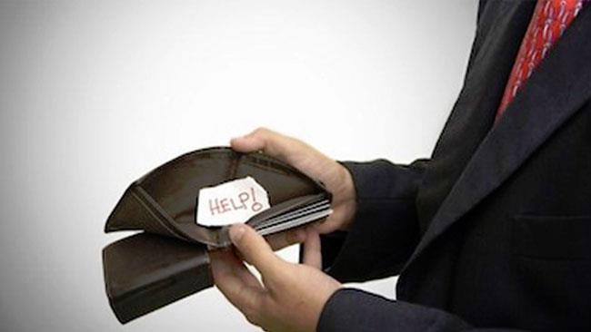 Un giovane neolaureato e il suo portafogli vuoto
