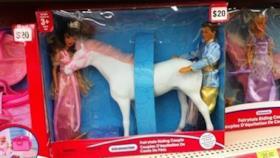 Dei giocattoli con un cavallo