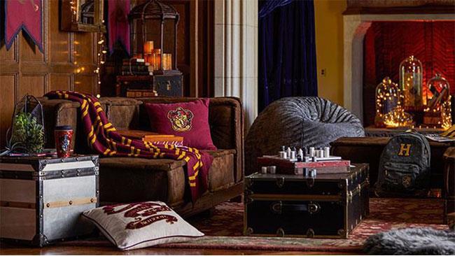 Una casa arredata con gli oggetti ispirati a Harry Potter