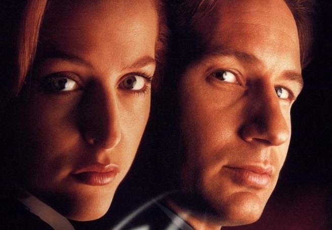 Fox Mulder e Dana Scully in X-Factor