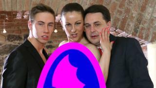 Una scena (censurata) del film con Andrea Diprè e Max Felicitas