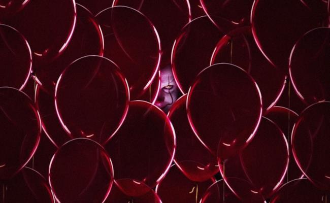 Pennywise fra i palloncini colorati
