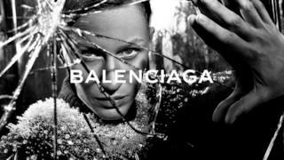 Lo sguardo penetrante di un modello Balenciaga