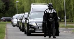 Darth Vader al funerale a tema Halloween