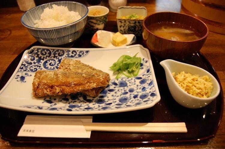 Un pasto del ristorante Mirai Shokudo
