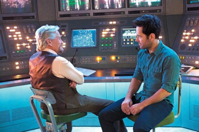 Paul Rudd e Michael Duglas in una foto promozionale di Ant-Man