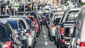 Una foto che racchiude il consistente traffico