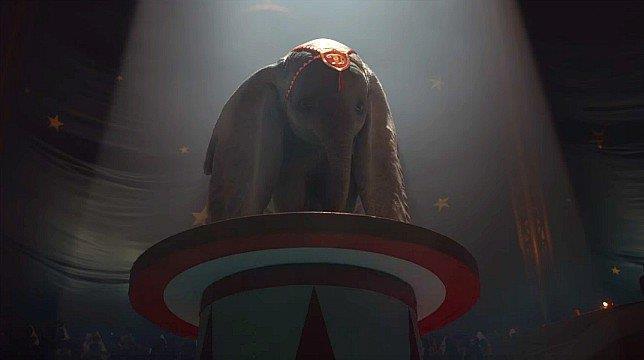 Frame del trailer online del film Dumbo.