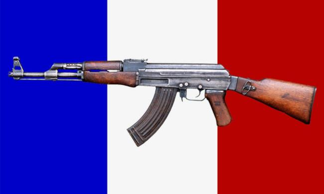 Kalashnikov su bandiera francese
