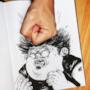 Il disegnatore fa calare un pugno sul suo personaggio