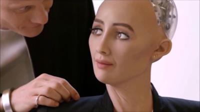 Sophia si rivolge a un umano