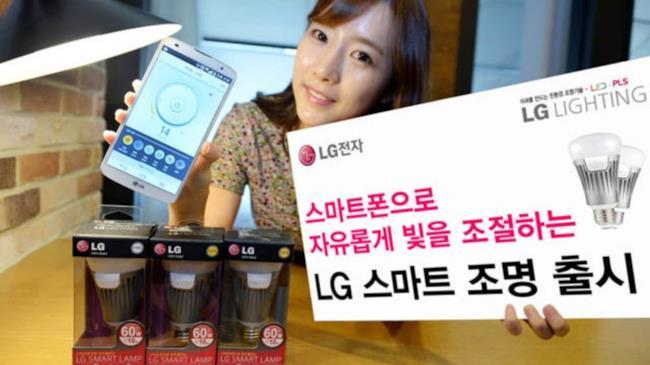 Foto promozionale della lampadina LG che si controlla via smartphone