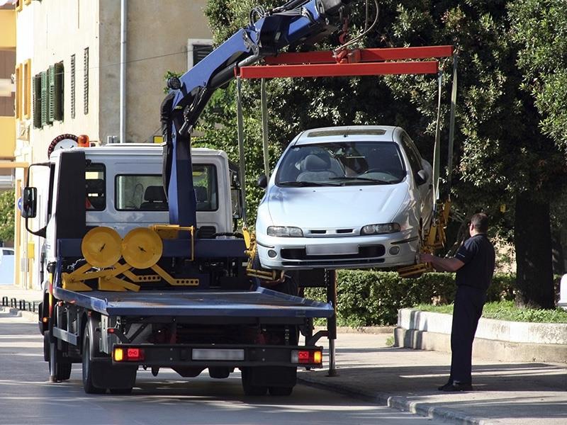 Un carro attrezzi a Napoli