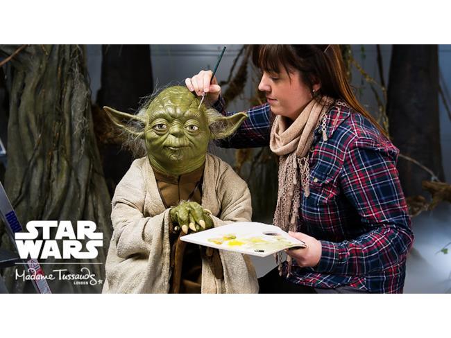 Madame Tussauds vernicia la testa di Yoda