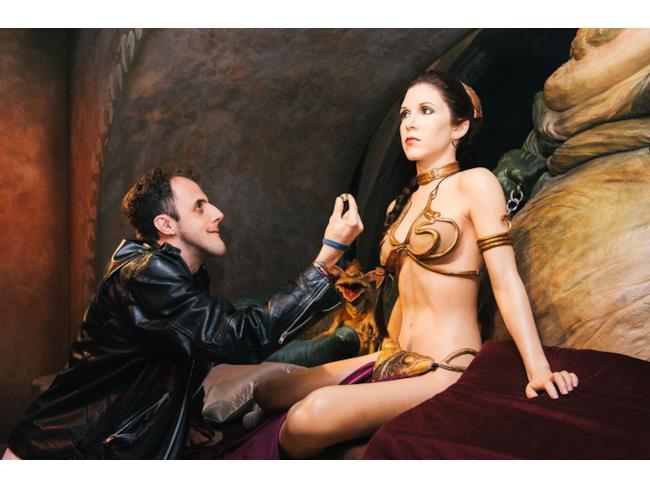 Un fan di Star Wars chiede alla Leia di cera di sposarlo