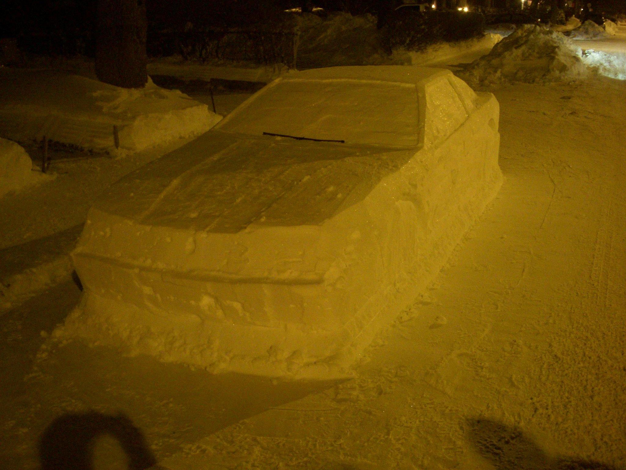 L'auto di neve che ha preso una multa vera in Canada