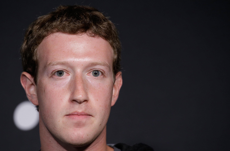 Mark Zuckerberg con un'espressione triste