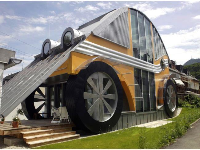 La casa a forma di trattore