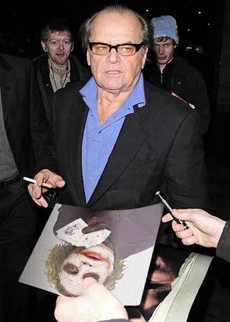 Un audace fan chiede a Jack Nicholson l'autografo su una foto del Joker di Heath Ledger