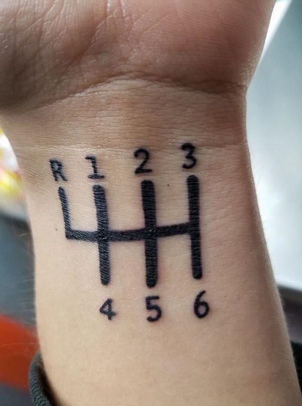 Un tatuaggio sbagliato con le marce - I peggiori tatuaggi mai realizzati